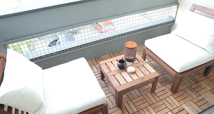<strong>Balcony</strong> /w table and chairs
